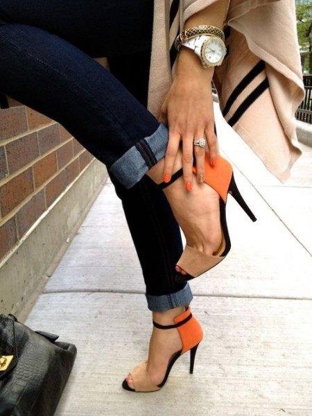 ivory scarf with dark skinny jeans and orange heels