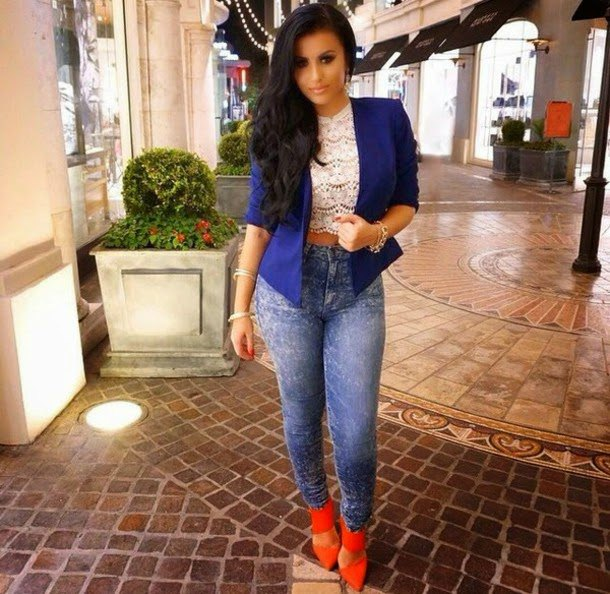 royal blue blazer with lace cap and slim jeans