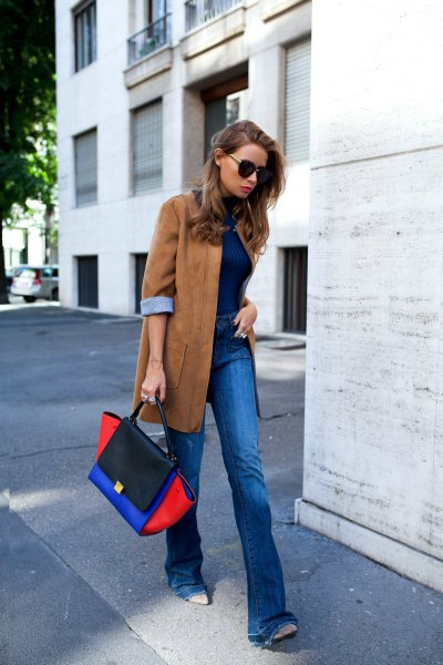camel suede oversized blazer with blue jeans and black leather shoes