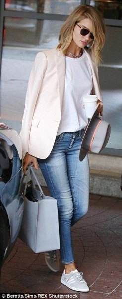 white casual blazer with white tee and light blue skinny jeans