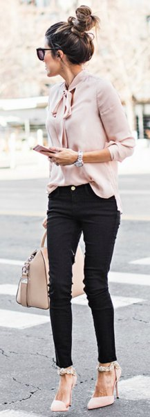 blush band bow chiffon blouse with black skinny jeans and white heels