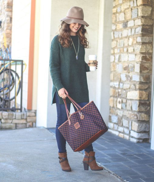 gray floppy hat with ribbed tunic sweater top and blue skinny jeans