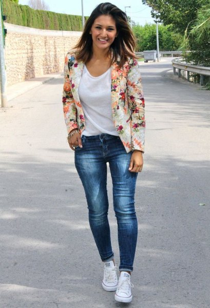 blush pink floral blazer with white shirt neck shirt and blue jeans