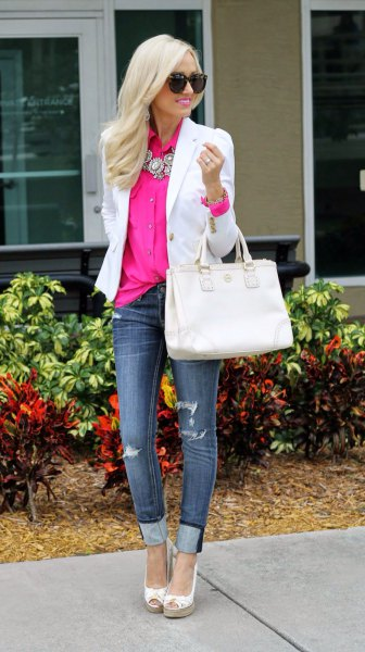 white blazer with pink button-down shirt and dark blue cuffed jeans