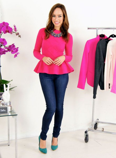 warm pink peplum blouse with dark blue skinny jeans