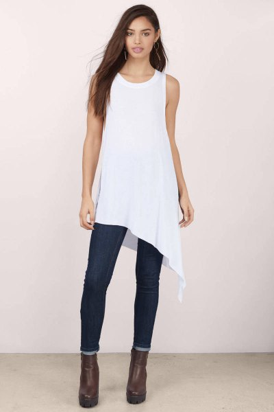 sleeveless high low tank top with dark blue skinny jeans
