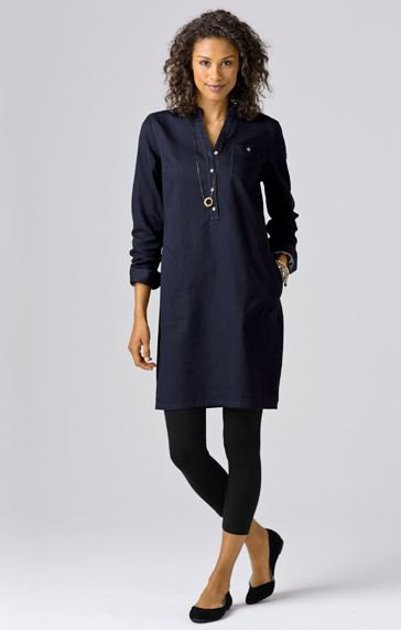 navy blue button up tunic blouse with black cropped leggings