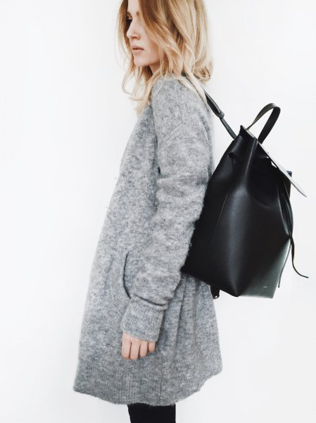 gray cardigan with black skinny jeans and leather backpack