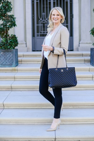 light gray blazer jacket with white blouse and black skinny jeans