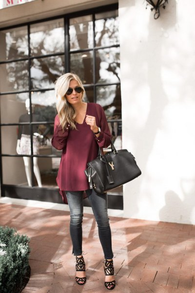 burgundy t-shirt blouse in v-neck with cropped slim jeans