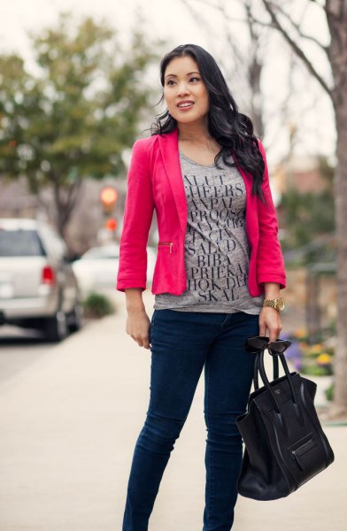 gray print tee with warm pink blazer and black skinny chinos