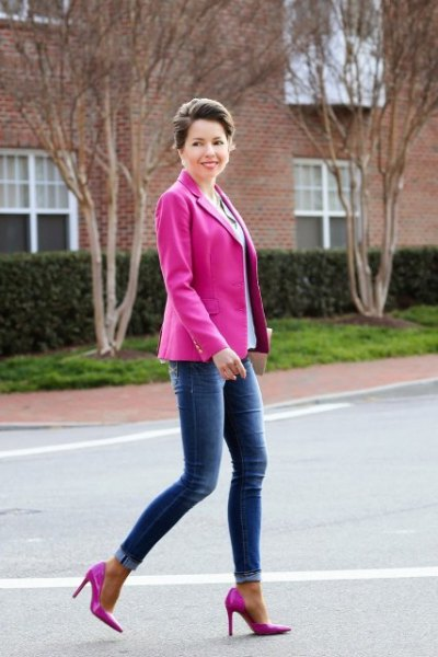 warm pink blazer with sky blue blouse and skinny jeans