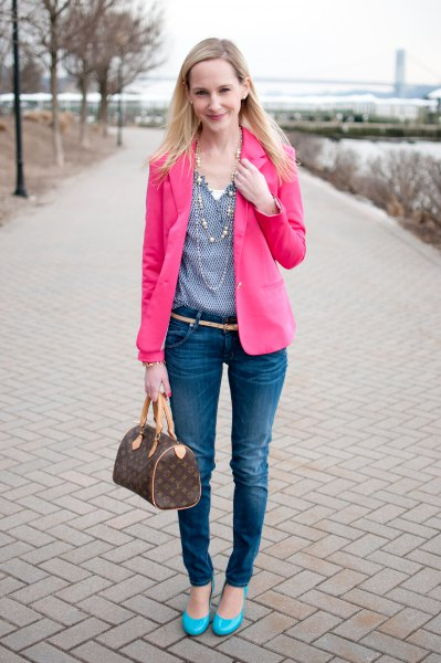 warm pink blazer with blue polka dot v-neck blouse and skinny jeans