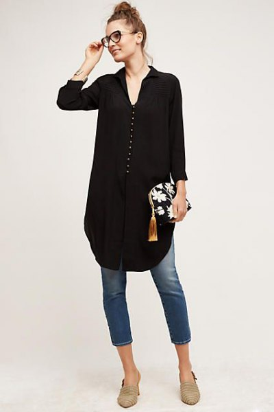 black button front v-neck tunic blouse with cropped skinny jeans