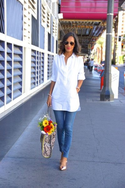 white tunic half-warm blouse with blue skinny jeans