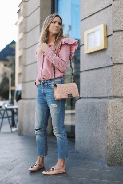 blush ruffle shoulder sweater with cropped blue jeans and pink flats
