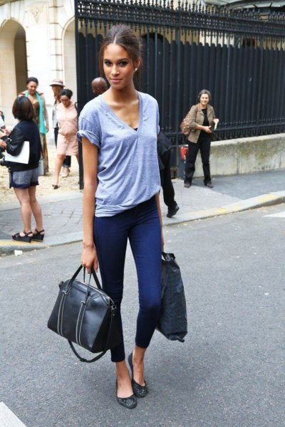 sky blue v-neck tee with cropped high jeans
