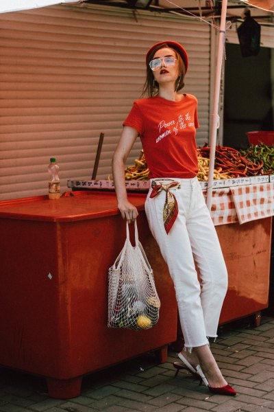 red print tee with white cropped straight jeans
