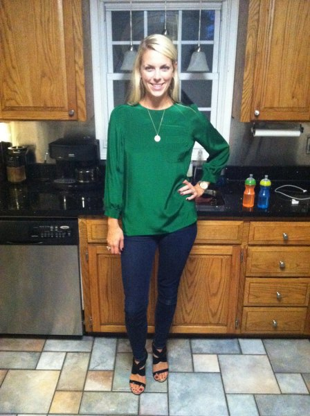 green puff sleeves with dark blue skinny jeans