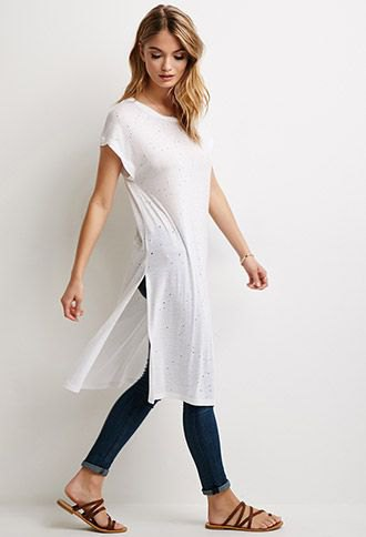 white side slit long t-shirt with blue cuffed skinny jeans