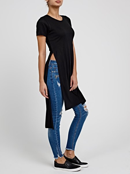 black long t-shirt with canvas sneakers
