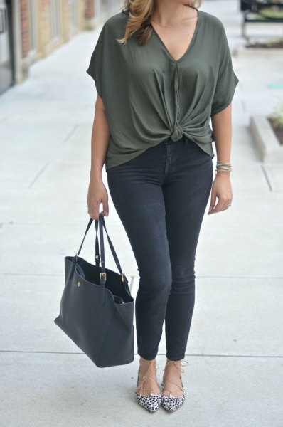 dark gray v-neck tied top with black skinny jeans