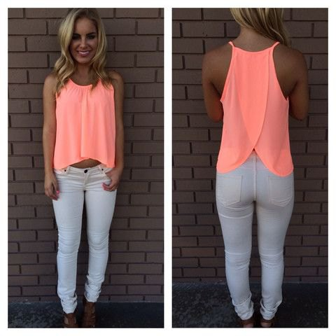 light yellow cropped flowing tank top with white skinny jeans