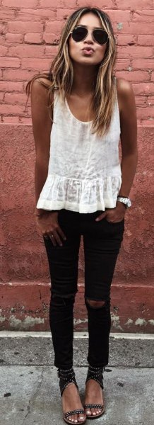 white top with black skinny jeans and sandals