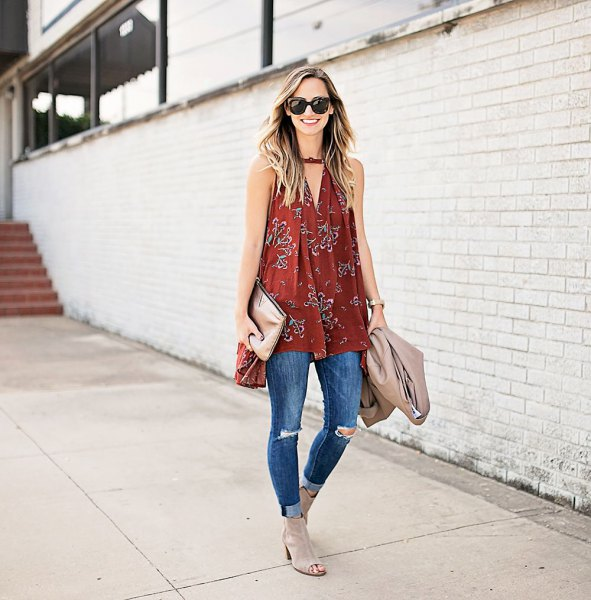red v-neck tunic with puffed tank linen with cuffed skinny jeans