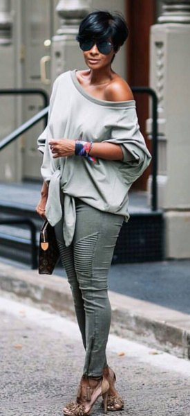 gray one shoulder casual fit sweater with skinny jeans