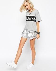 gray print shirt with metal shorts