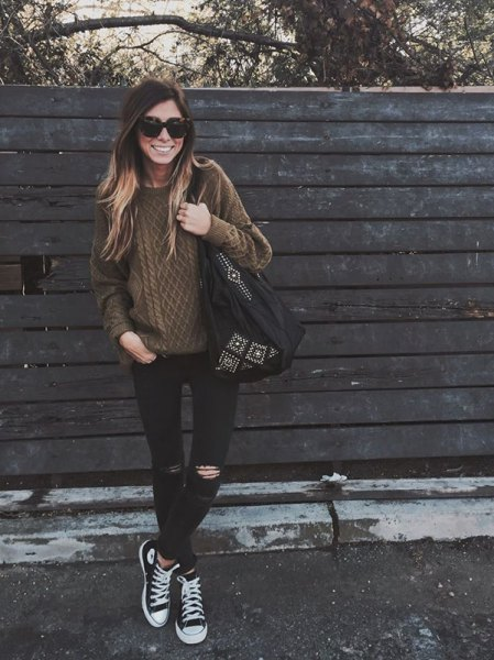 brown cable knit sweater with black and white converse