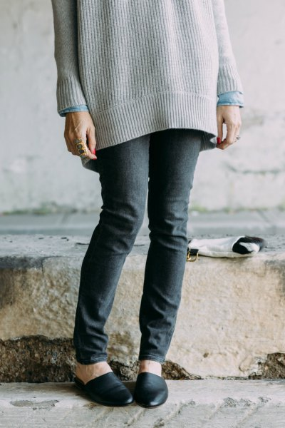 big ribbed sweater with gray skinny jeans