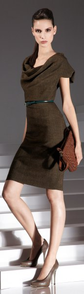 brown waist dress with belt in the neck with clutch bag
