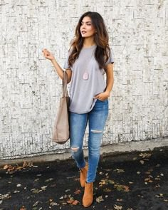 gray oversized t-shirt with light blue skinny jeans and camel boots
