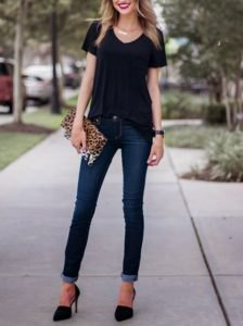 v-neck t-shirt with dark blue skinny jeans and leopard print clutch bag