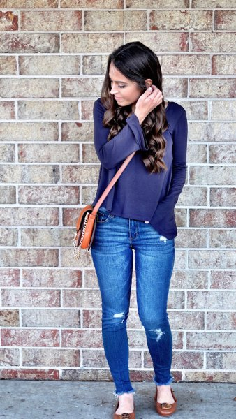 navy blue long sleeve tee with blue skinny jeans