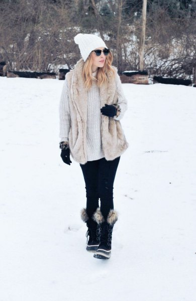 light gray ribbed chunky sweater dress with black faux fur snow boots