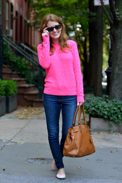 pink cable shirt with blue skinny jeans and brown leather bag