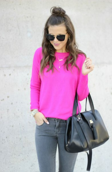 warm pink sweater with gray skinny jeans