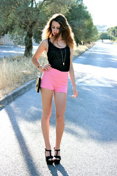 black top with mini high waist shorts and black sandals