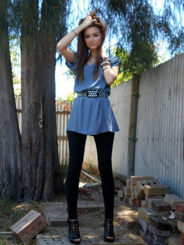 teal blue peplum top with black double belt and leggings