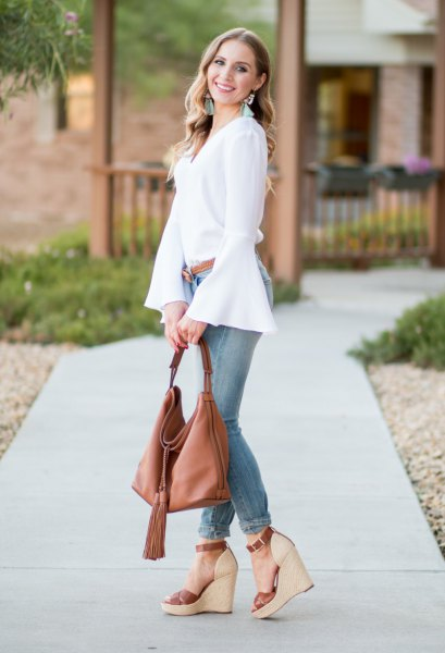white chiffon blouse with gray skinny jeans and platform sandals