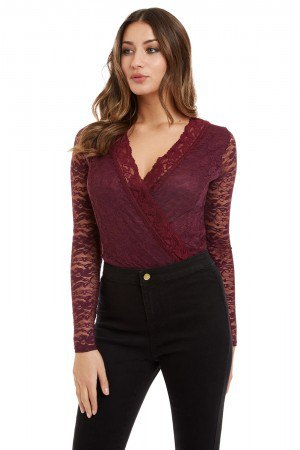 burgundy lace v-neck blouse with black skinny jeans