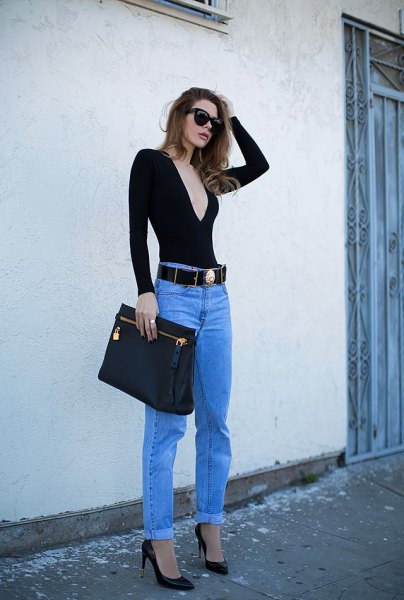 black deep v-neck long-sleeved tee with blue jeans and cowboy belt