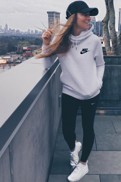 light gray hoodie with cabbage neck with black spring tights
