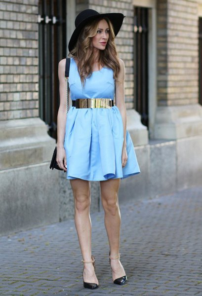 pleated sleeveless mini dress with silver metal belt and felt hat
