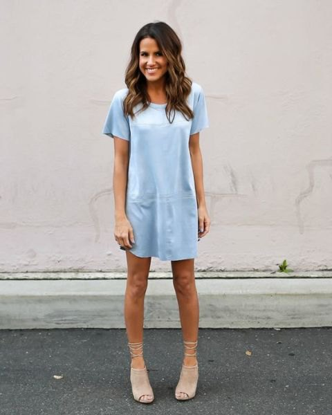 t-shirt dress with pale pink open toe suede short boots