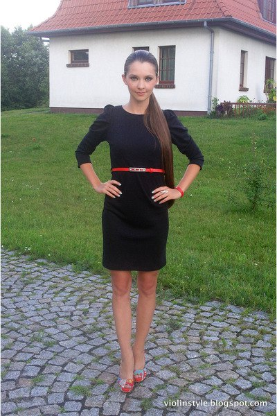 black dress in knee length with three quarter arms