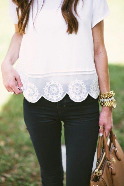 white lace, combed cuffs shirt with black skinny jeans